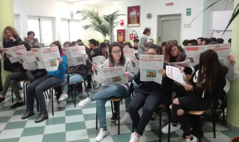"""ADOLESCENZE COMPETENTI, CON AICS LUCIA ANNIBALI SPIEGA AGLI STUDENTI COSA SIGNIFICA """"DIRE STOP ALLA VIOLENZA"""""""