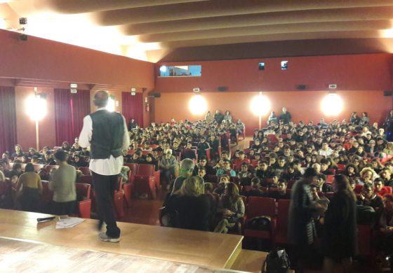 POLITICHE SOCIALI, CON AICS TOUR DELLA LEGALITA' NELLE SCUOLE CON IL TEATRO IN CARCERE