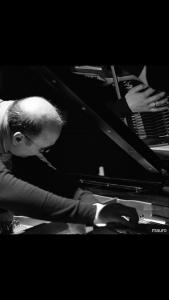 UDINE, Mauro Costantini, musicista non vedente dalla nascita, si racconta a studenti e persone con disabilità @ Udine