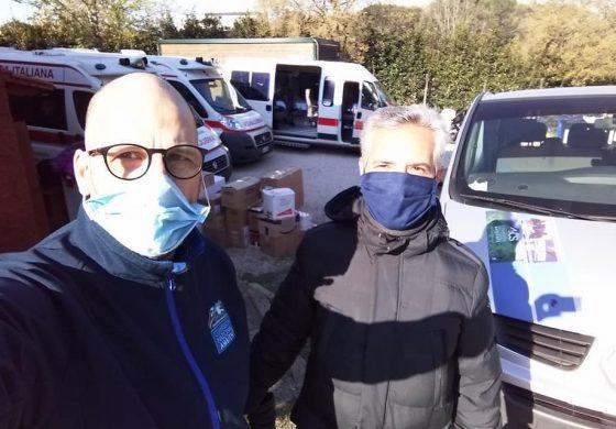 I NOSTRI VOLONTARI – Gli operatori di AiCS Ambiente al fianco della Croce Rossa nella distribuzione degli alimentari a domicilio per le persone in difficoltà